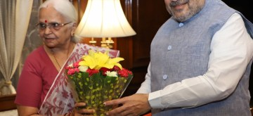New Delhi: Goa Governor Mridula Sinha meets Union Home Minister Amit Shah, in New Delhi on June 14, 2019. (Photo: IANS/PIB)