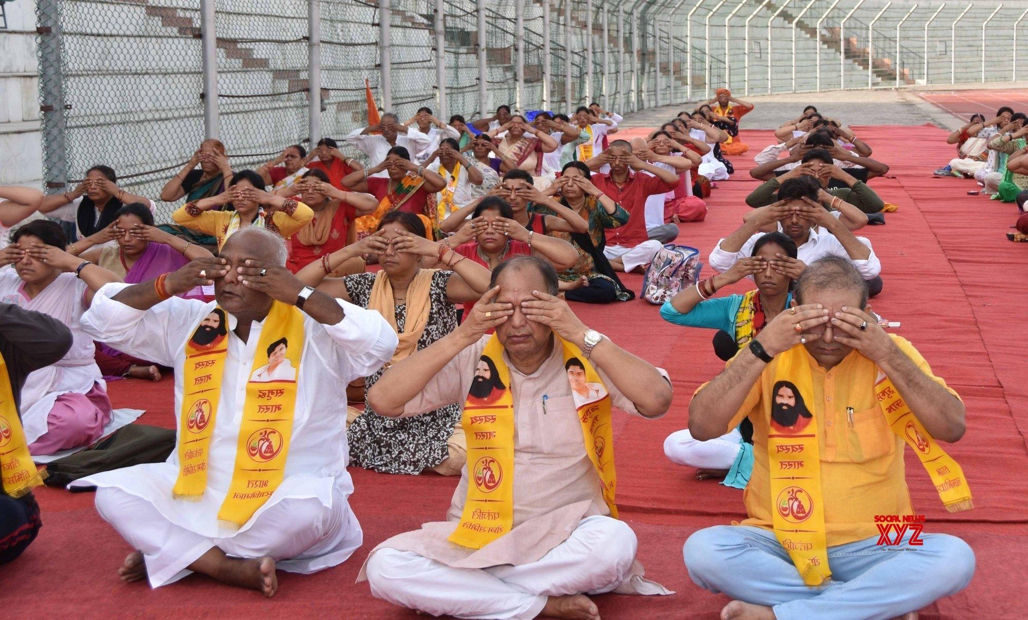 Patna: Pramod Kumar performs yoga #Gallery