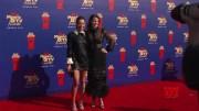 Stars' muted fashion on MTV carpet  (Video)