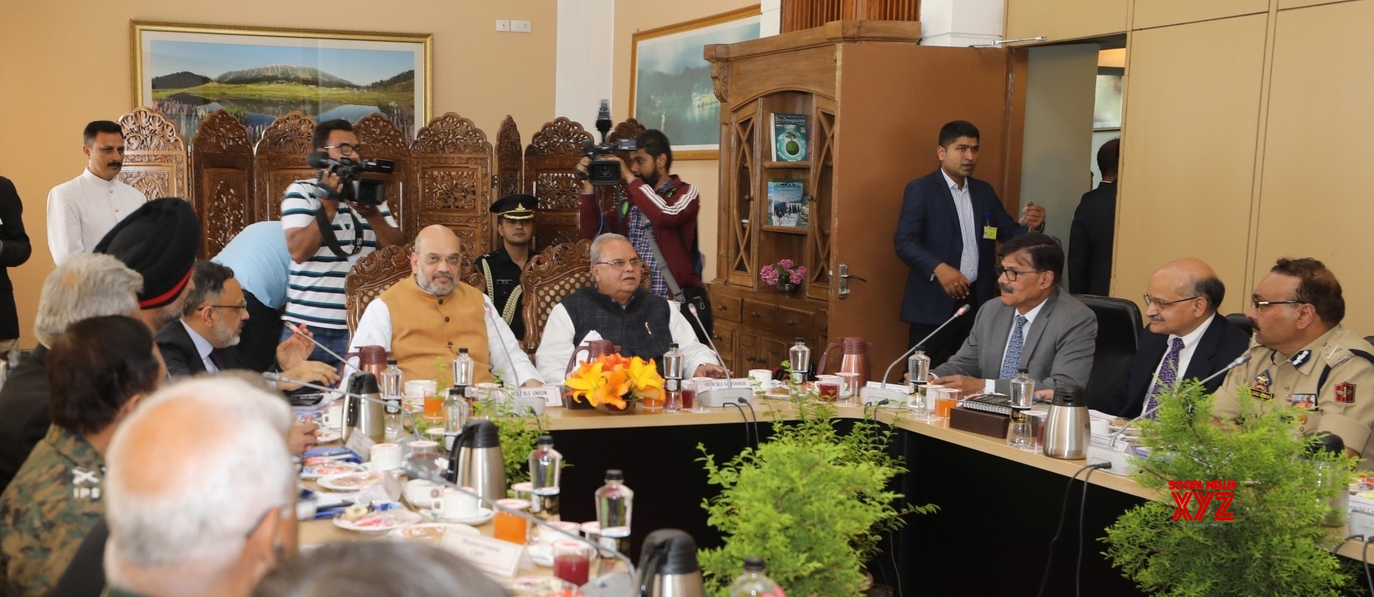 Shah stresses on violence-free Amarnath Yatra
