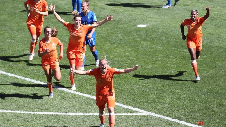 Dutch women beat Italy to reach WC semis for 1st time
