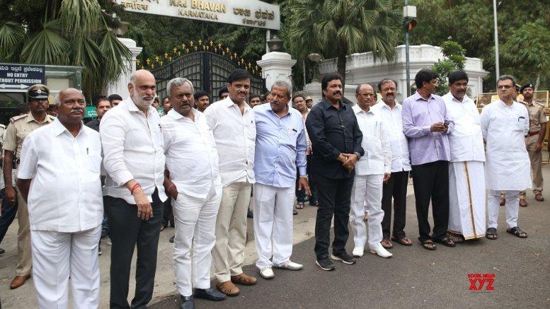 Karnataka rebel MLAs move SC against Speaker