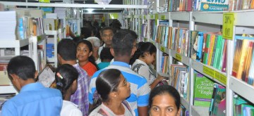 (160917) -- COLOMBO, Sept. 17, 2016 (Xinhua) -- Sri Lankan people read and choose books at the 18th Colombo International Book Fair in Colombo, capital of Sri lanka, Sept. 16, 2016. The annual Colombo International Book Fair, kicked off in the capital on Friday, exhibiting thousands of books for locals and tourists. Book publishers from 40 countries are expected to take part in this year's gala fair and organizers expect at least 1 million visitors. (Xinhua/Ajith Perera) ****Authorized by ytfs****