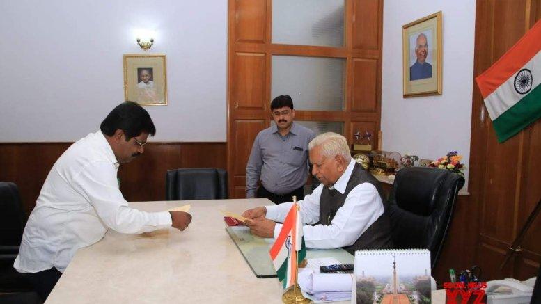 JD-S-Congress Karnataka government on verge of collapse