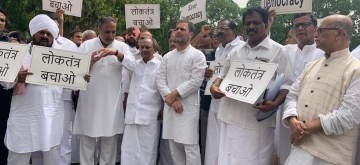 New Delhi: Congress leaders A.K. Antony, Anand Sharma and others led by party's MP Rahul Gandhi stage a demonstration outside Parliament House in New Delhi, on July 11, 2019. (Photo: IANS)