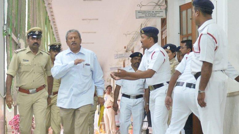 Karnataka Speaker receives rebels' resignations in 'proper format'