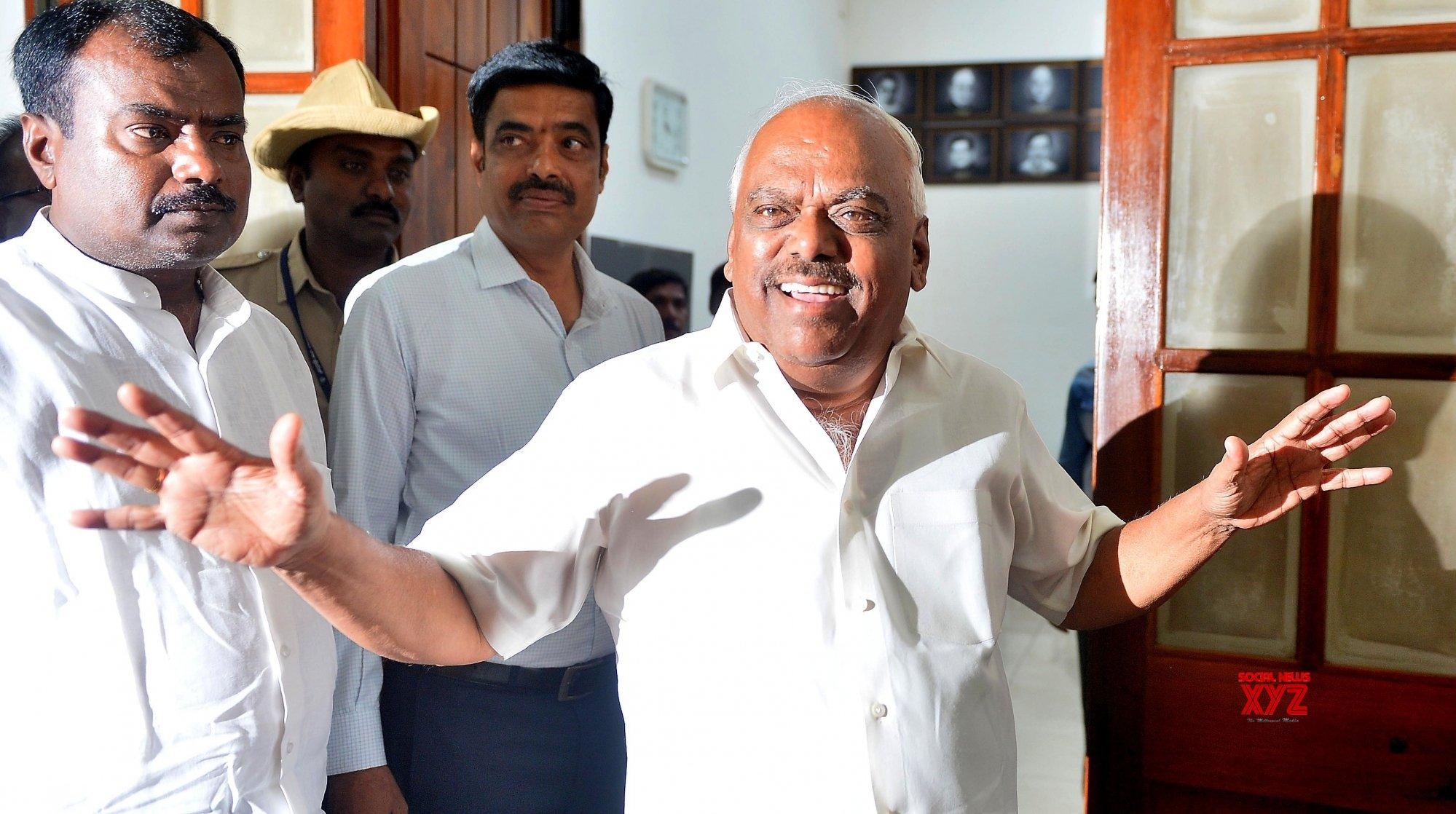 Karnataka drama: Speaker in no hurry to accept rebel MLAs' resignations