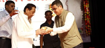 Bhopal: Madhya Pradesh Chief Minister Kamal Nath with Deepak Tiwari, Vice Chancellor, Makhanalal Chaturvedi National University of Journalism during a programme in the university in Bhopal on July 20, 2019. (Photo: IANS)