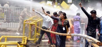 Patna: Police uses water canons to disperse a group of Manrega Majdoor Vikas Sangathan activists staging a demonstration to press for their various demands, in Patna on July 31, 2019. (Photo: IANS)