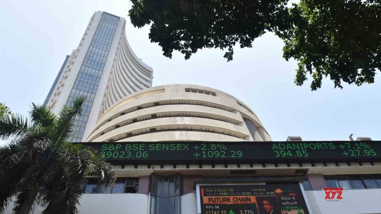 Equity market's thumbs down to rate cut, Sensex slips 300 points