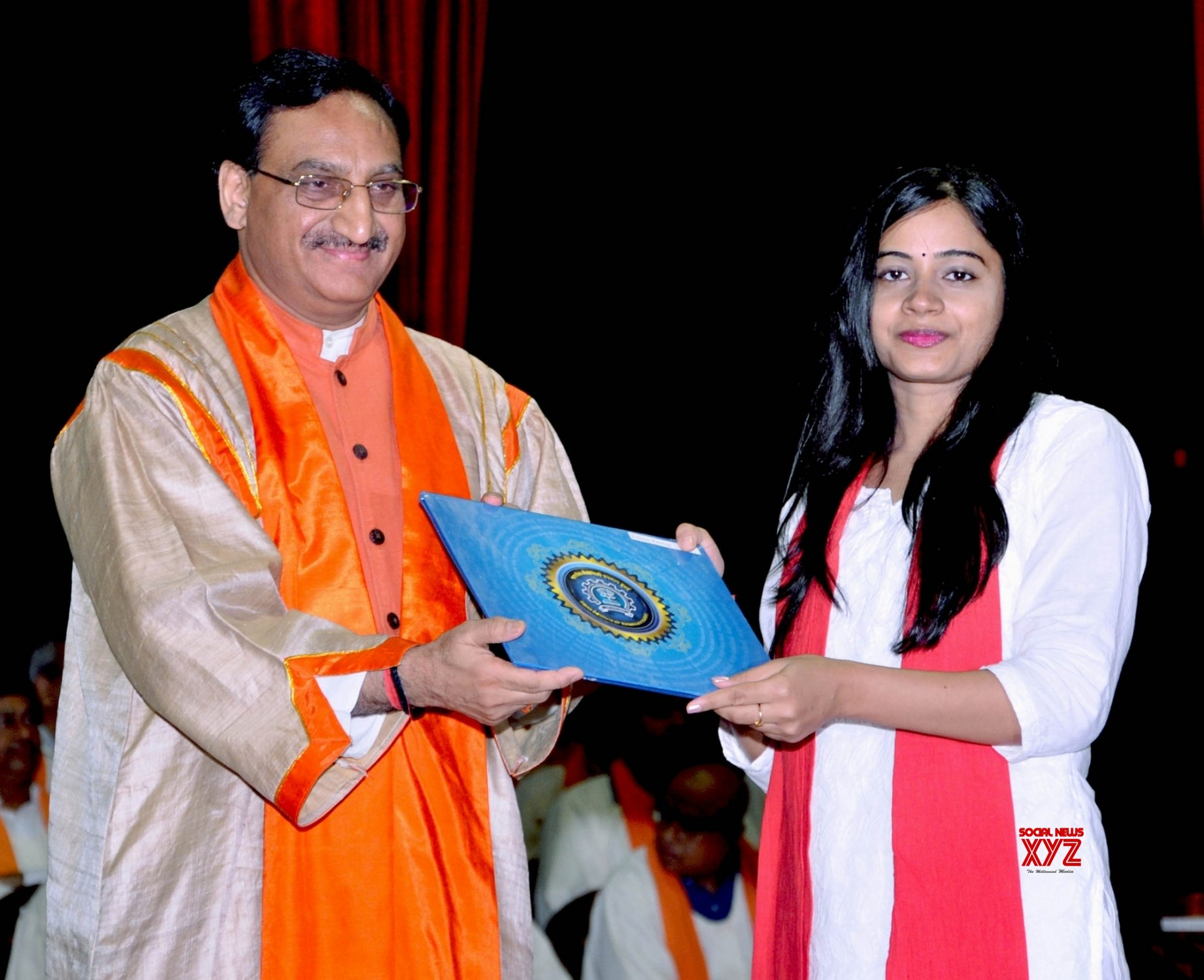 Students don traditional attire at IIT-B convocation - Social News XYZ