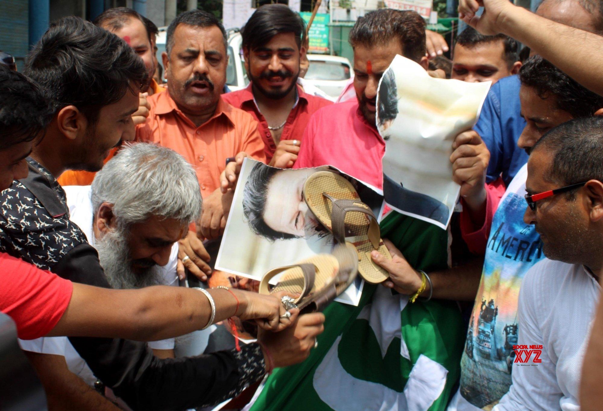 Amritsar: Shiv Sena's protest against Pak PM #Gallery
