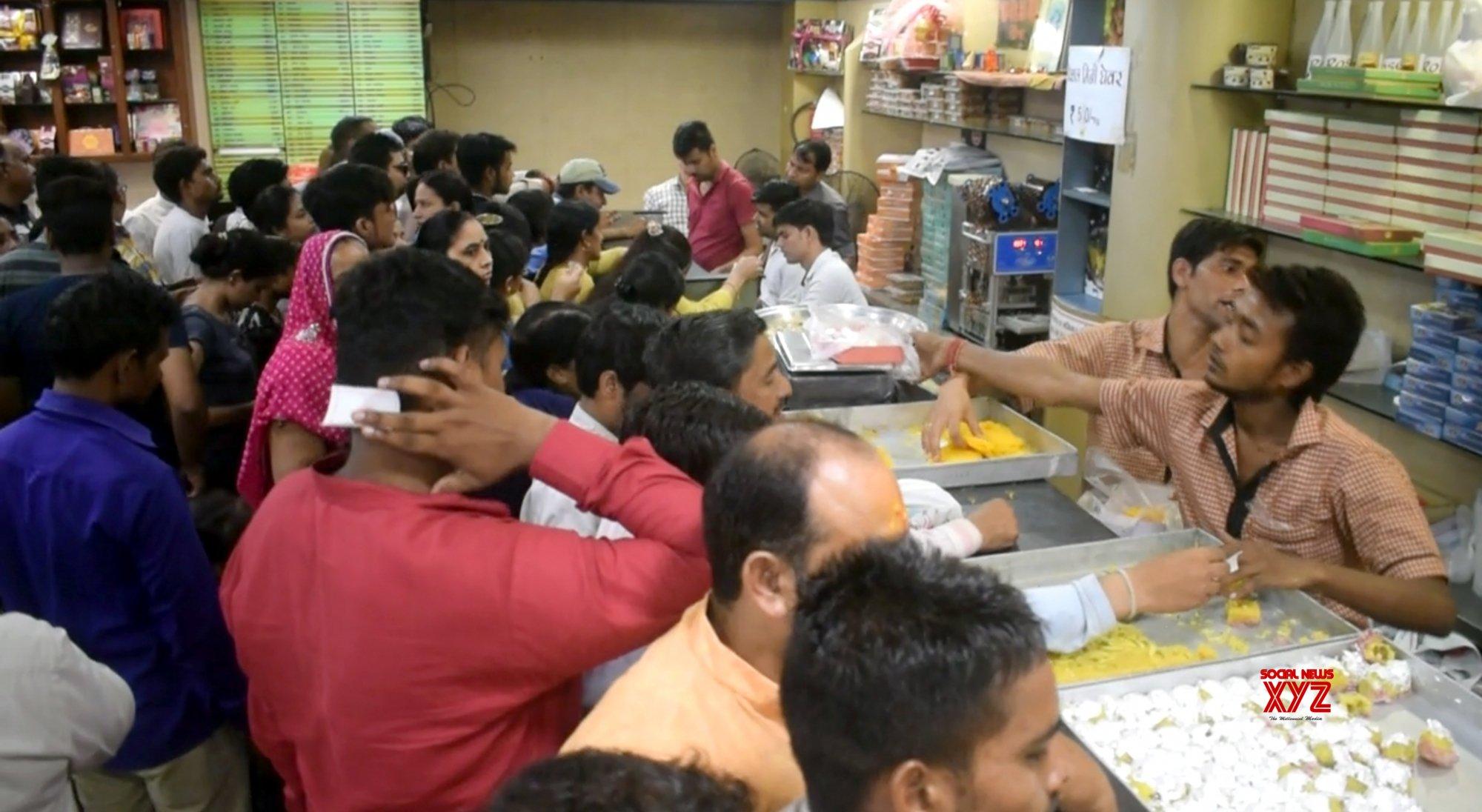 Mathura: Crowded sweet shop on Raksha Bandhan #Gallery