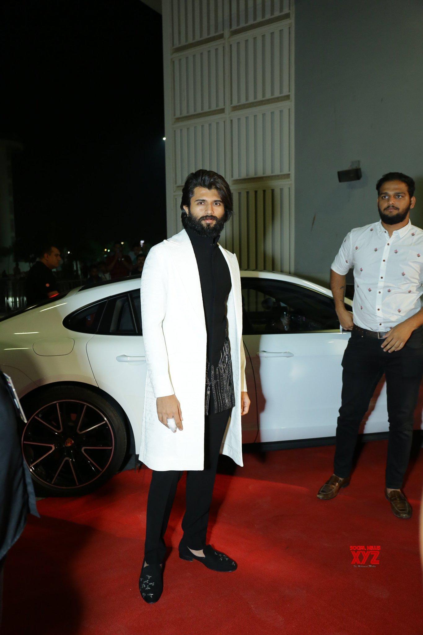 Vijay Deverakonda Stylish Still From SIIMA Awards 2019 Red Carpet