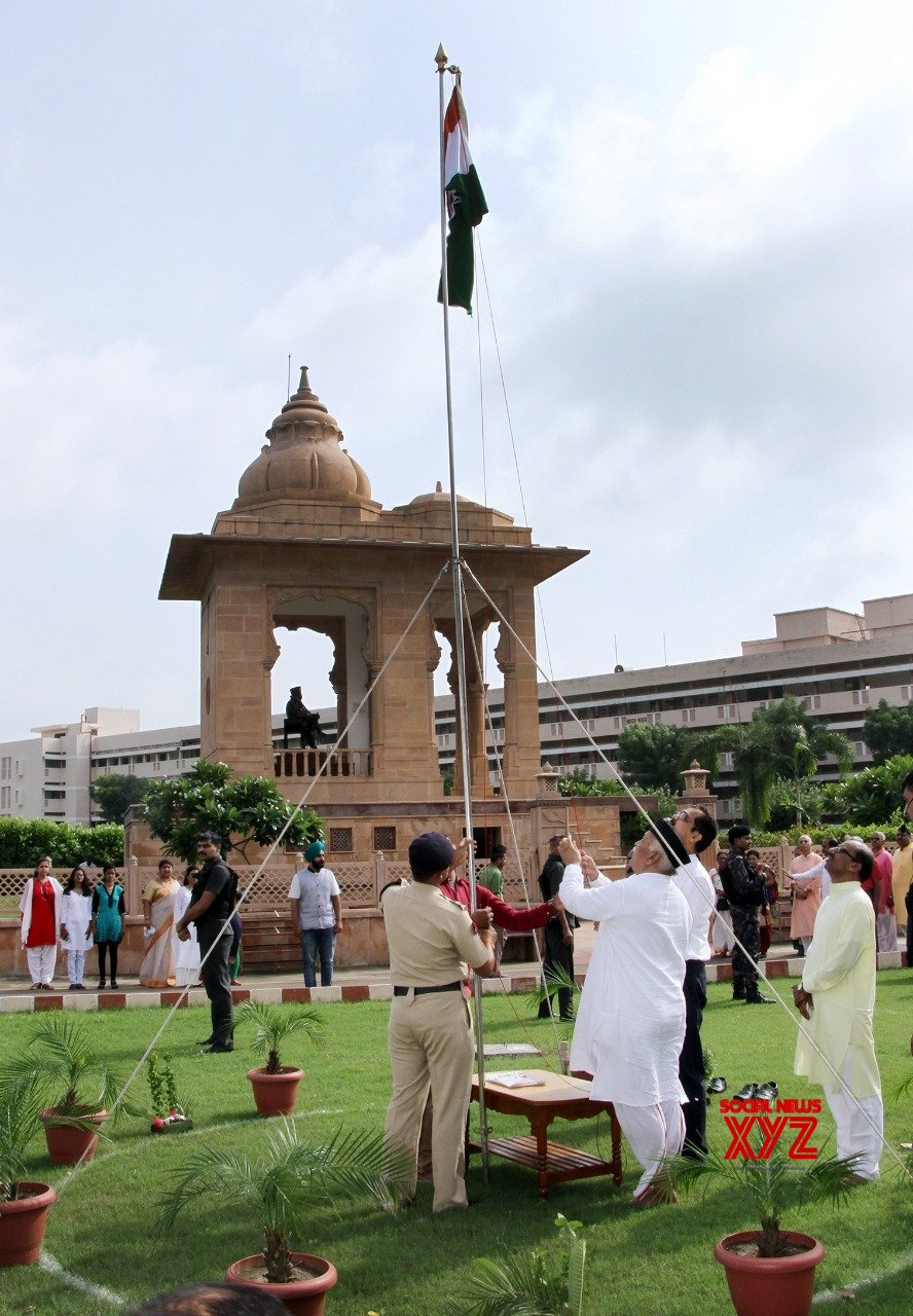 Nagpur: Mohan Bhagwat unfurls national flag #Gallery