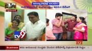 Raksha Bandhan -  Kavitha ties Rakhi to KTR - TV9 [HD] (Video)