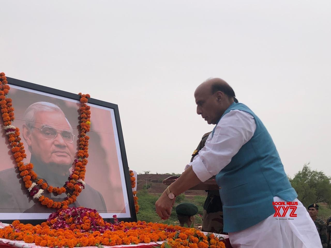 Pokhran (Rajasthan): Atal Bihari Vajpayee's first death anniversary - Rajnath Singh pays tributes #Gallery