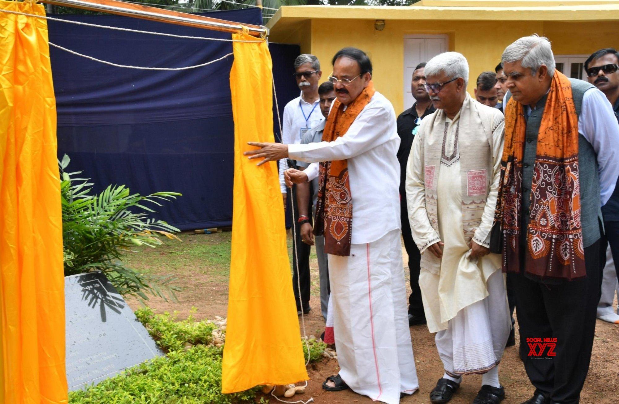 Santiniketan: Venkaiah Naidu inaugurates 'Shyamoli' - the heritage house of Rabindranath Tagore #Gallery