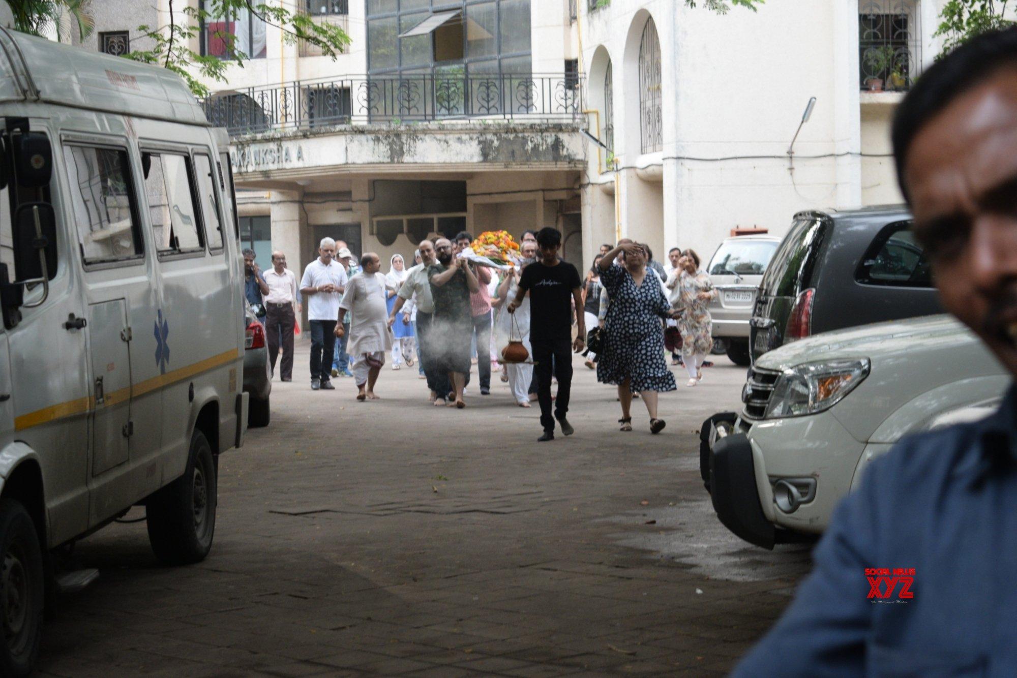 Mumbai: Vidya Sinha's funeral #Gallery