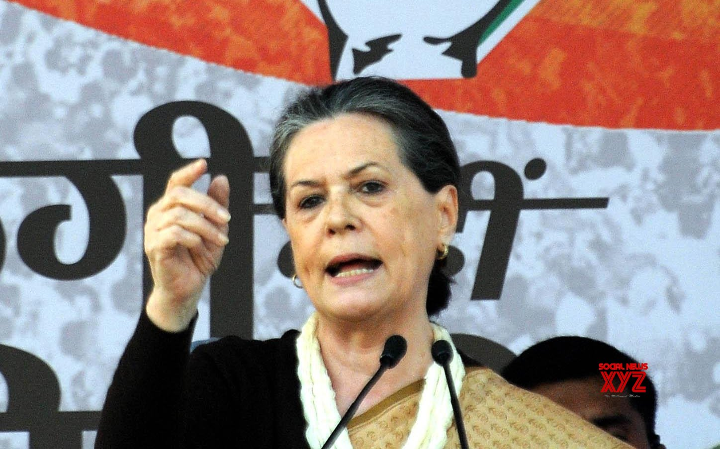 Sonia thanks SPG as Gandhis' security handed to CRPF