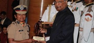 New Delhi: President Ram Nath Kovind confers Tenzing Norgay National Adventure Award 2018 upon Aparna Kumar at Rashtrapati Bhavan in New Delhi on Aug 29, 2019. (Photo: Amlan Paliwal/IANS)