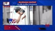 Drunk man creates nuisance in Hyderabad Metro - TV9 [HD] (Video)