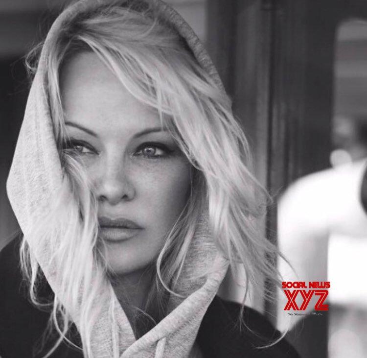 Pamela Anderson & Jon Peters part ways less than 2 weeks after wedding