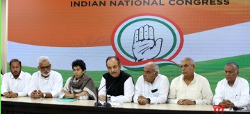 New Delhi: Congress General Secretary Incharge Ghulam Nabi Azad addresses a press conference in New Delhi on Sep 15, 2019. Also seen Congress leaders Bhupinder Singh Hooda and Kumari Selja. (Photo: IANS)