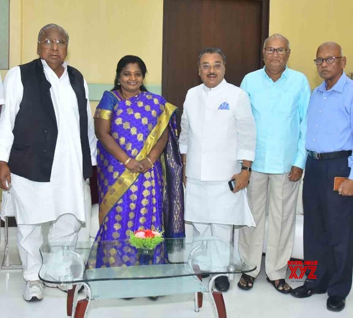 Hyderabad: Congress delegation meets Telangana Governor #Gallery