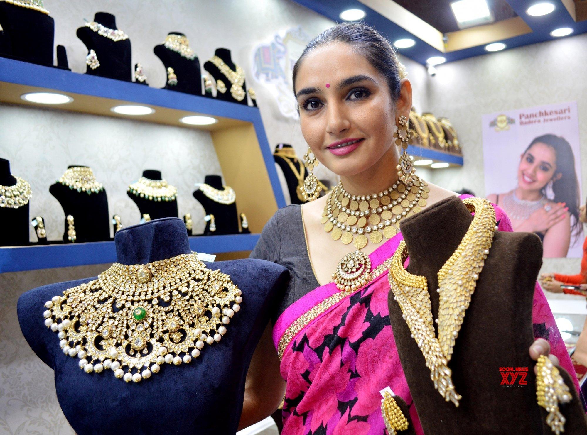 Bengaluru: Ragini Dwivedi inaugurates Asia Wedding Fair 2019 #Gallery