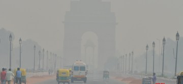 New Delhi: A blanket of smog envelops New Delhi on Oct 28, 2019. The air quality in Delhi became severe on Monday for the first time this season after Diwali celebrations.On Monday morning, Delhi's air quality had particulate matter (PM) at 10 count, which is in the severe category at 476, according to System of Air Quality and Weather Forecasting And Research (SAFAR). SAFAR had predicted that the air quality would be touching severe levels on Monday morning with the burning of an estimate of 50 per cent firecracker as compared to the average in 2017 and 2018, but the peak level of PM 2.5 is likely to be the lowest in the past 3 years after 2015 as surface winds in Delhi will greatly help in dispersion. (Photo: IANS)
