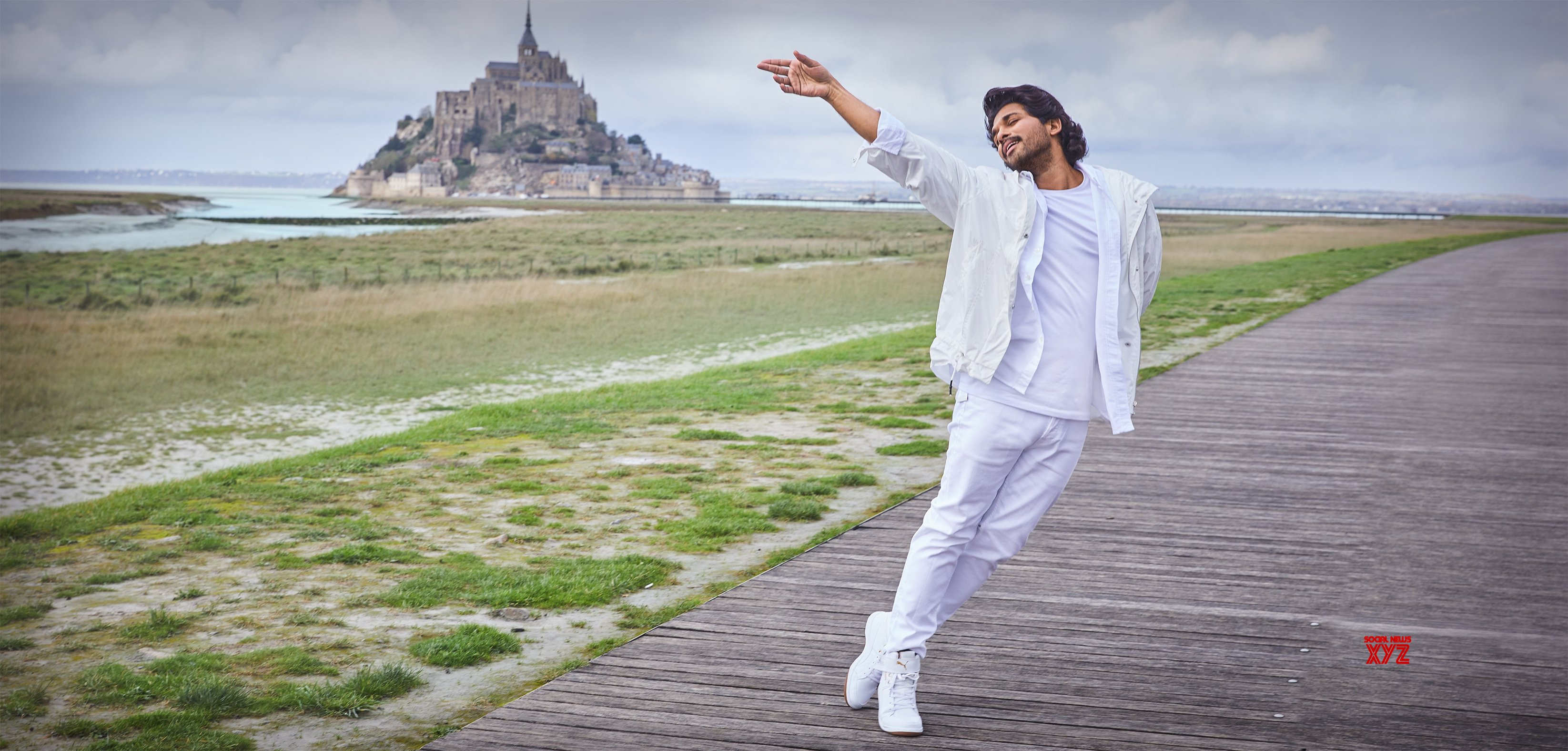 Ala Vaikunthapurramuloo Movie Samajavaragamana Being Shot In Picturesque Locales In Paris