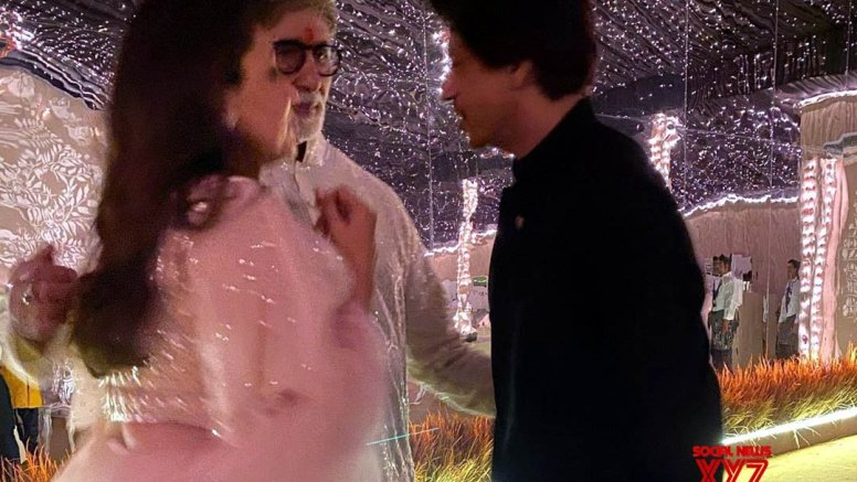When Big B, SRK and Gauri had a 'personal' chat on Diwali