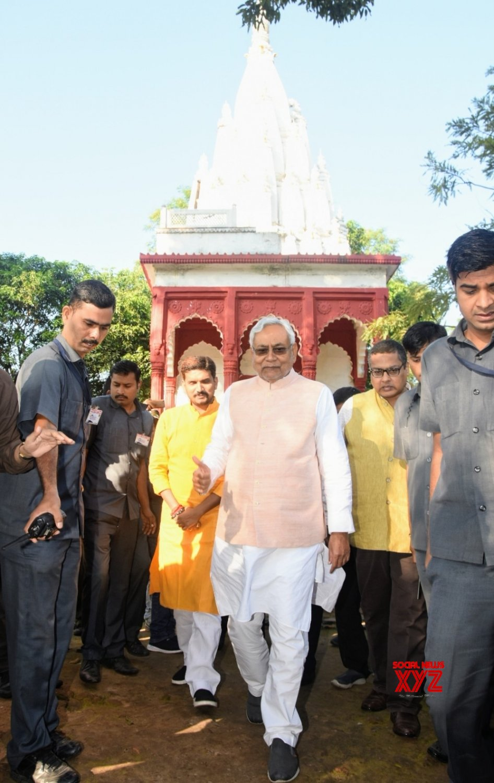 Betiah: Nitish Kumar offers prayers at Shiva Temple #Gallery