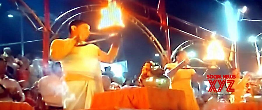 Ayodhya (UP): Saryu 'aarti' performed to celebrate SC's Ayodhya judgement #Gallery