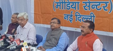 New Delhi: Vishva Hindu Parishad (VHP) Working President Alok Kumar accompanied by National General Secretary Milind Parande, addresses a press conference on the Supreme Court's verdict in the Ayodhya title dispute case, in New Delhi on Nov 9, 2019. The apex court ruled to give the disputed land in Ayodhya to the Hindus for a temple and five acres of alternate land to the Muslims for a mosque. (Photo: IANS)