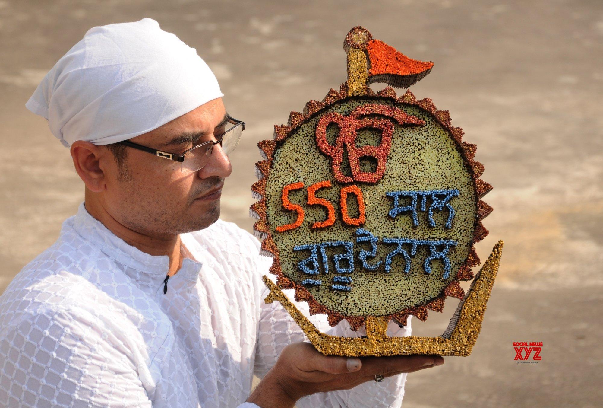 Amritsar: Guru Nanak Dev's birth anniversary #Gallery