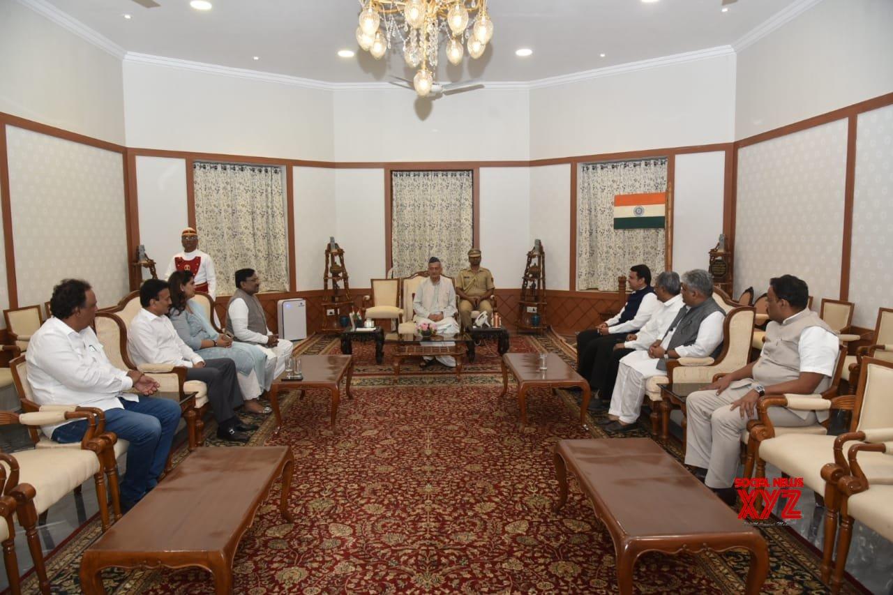 Mumbai: BJP delegation meet Maharashtra Governor #Gallery