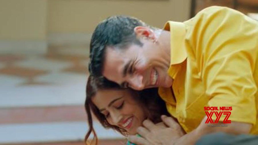 Akshay Kumar shares his first music video 'Filhall'; romances with Nupur Sanon in a melodious song