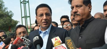 New Delhi: Congress leaders Prithviraj Chavan and Randeep Singh Surjewala talks to media person after an unprecedented hearing at the Supreme Court on the brewing political drama in Maharashtra, in New Delhi on Nov 24, 2019. (Photo: IANS)