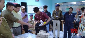 New Delhi: CISF confiscated around 50 lakh rupess from a passenger at Barakhamba Metro Station in New Delhi on Nov 24, 2019. (Photo: IANS)