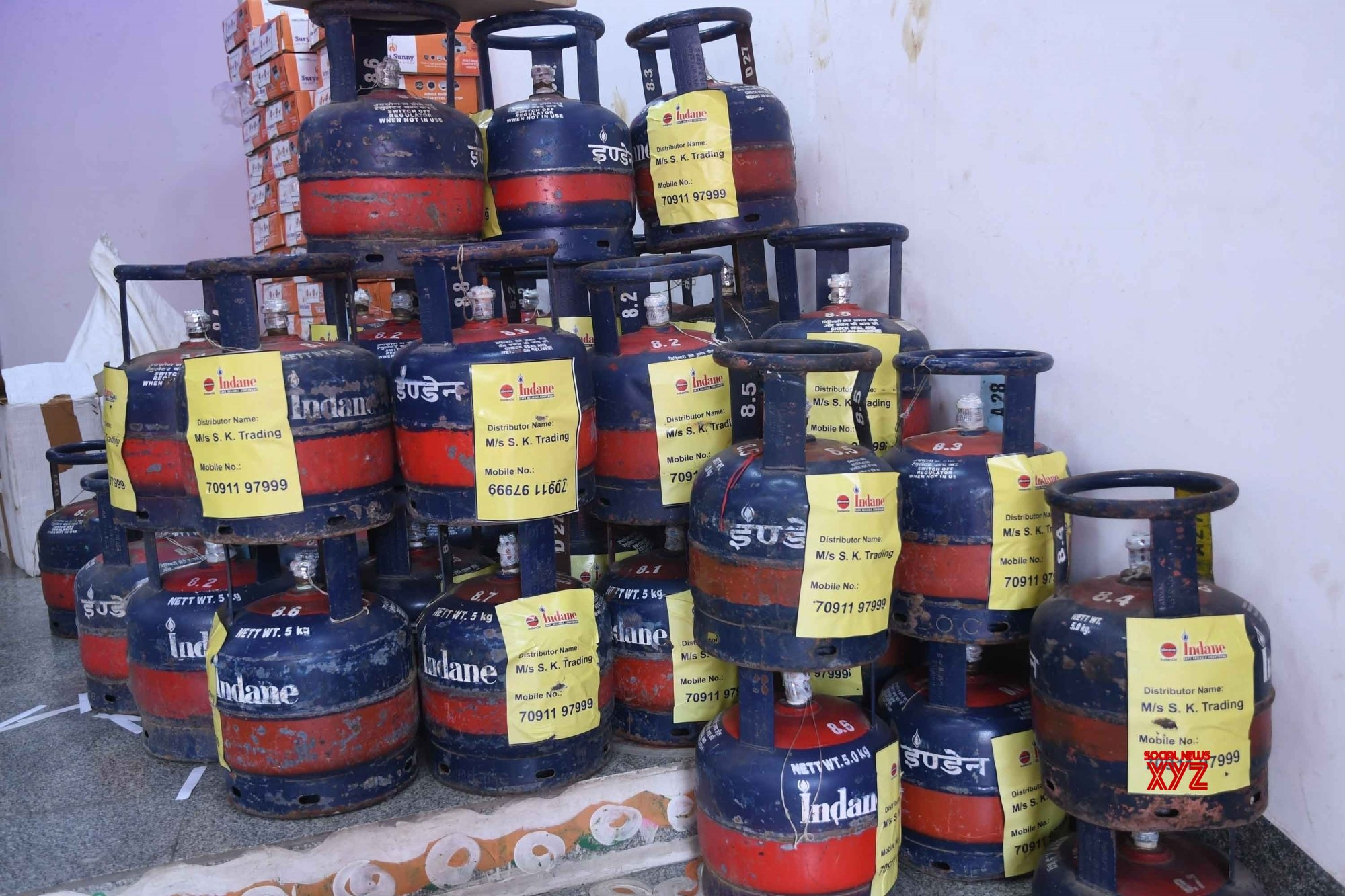 Patna: Free LPG Gas connections distributes among street vendors #Gallery