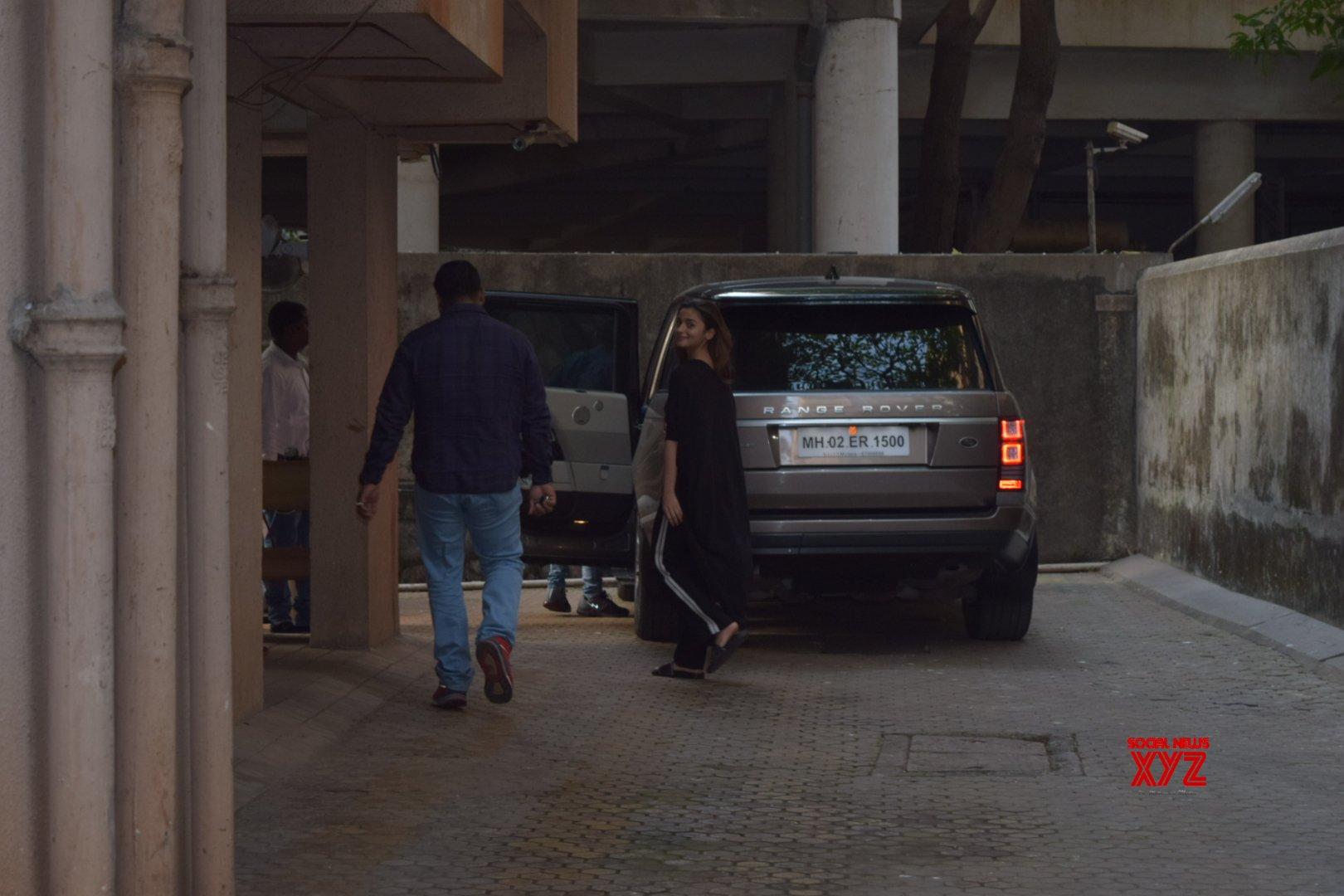 Actress Alia Bhatt Spotted at Sanjay Leela Bhansali's Office In Juhu Photos