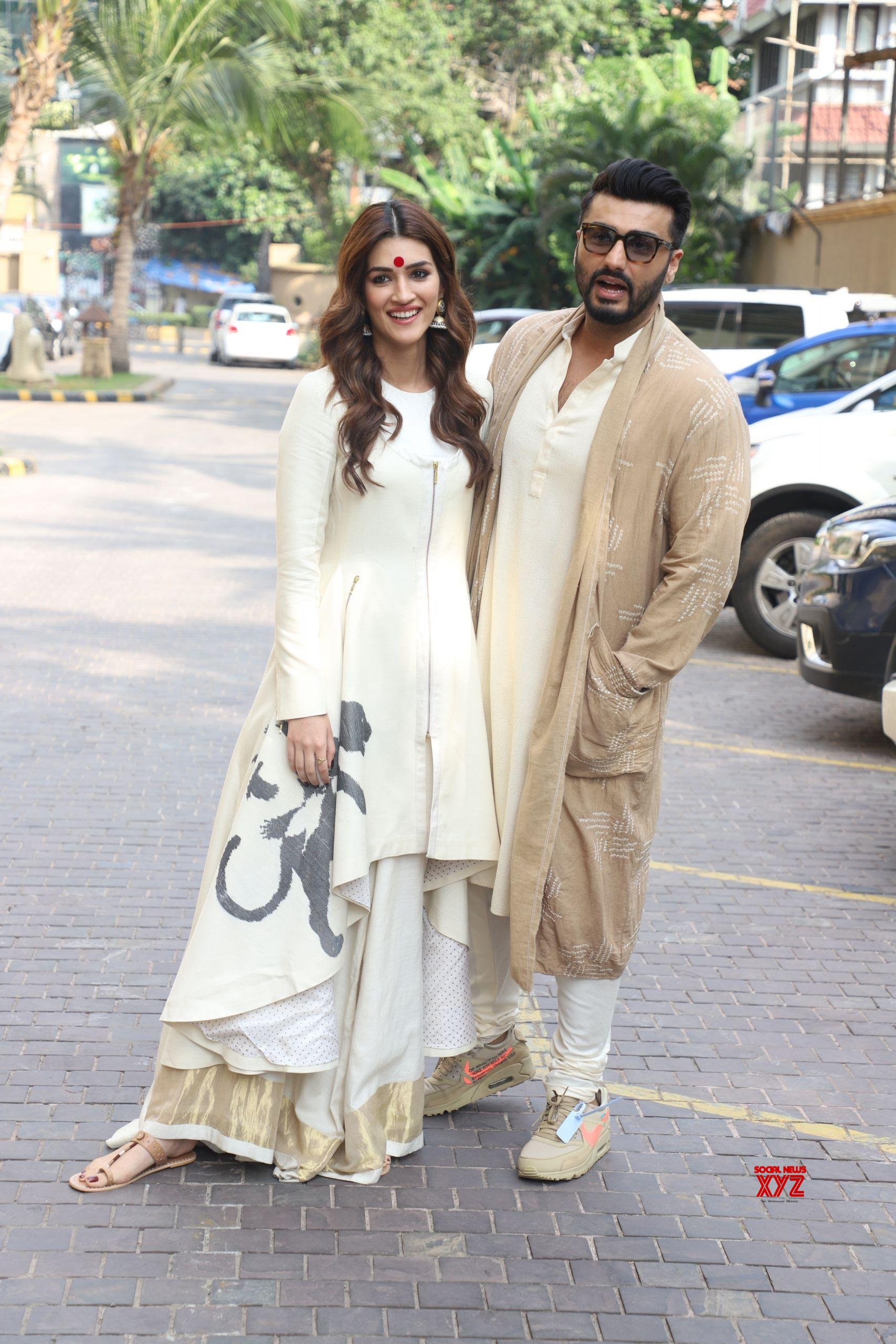 Arjun Kapoor And Kriti Sanon Spotted Promoting Their Film Panipat At JW Marriott In Juhu HD Gallery