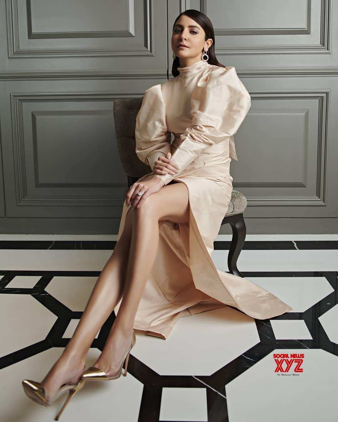 Actress Anushka Sharma Hot And Sexy Stills
