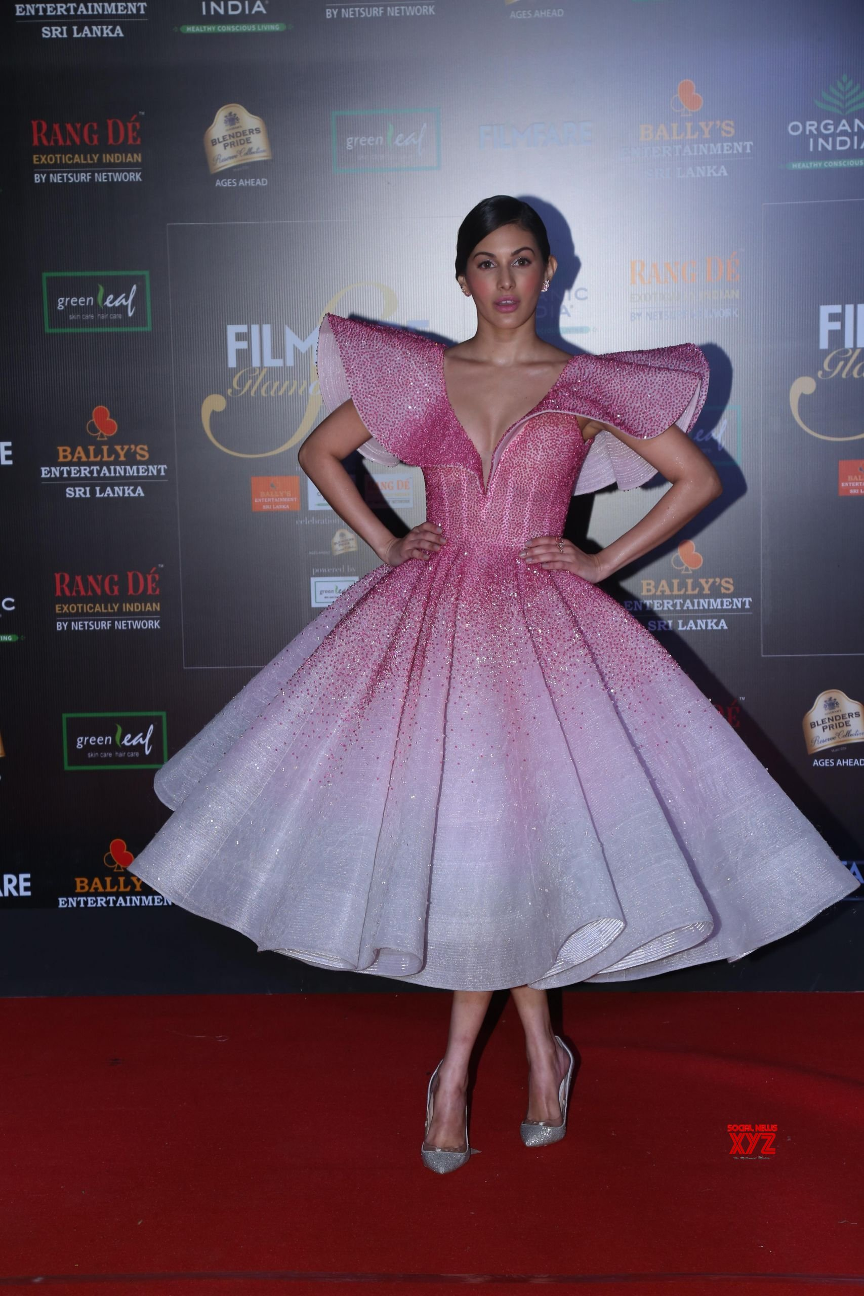 Actress Amyra Dastur Hot HD Stills From Filmfare Glamour And Style Awards 2019 Red Carpet