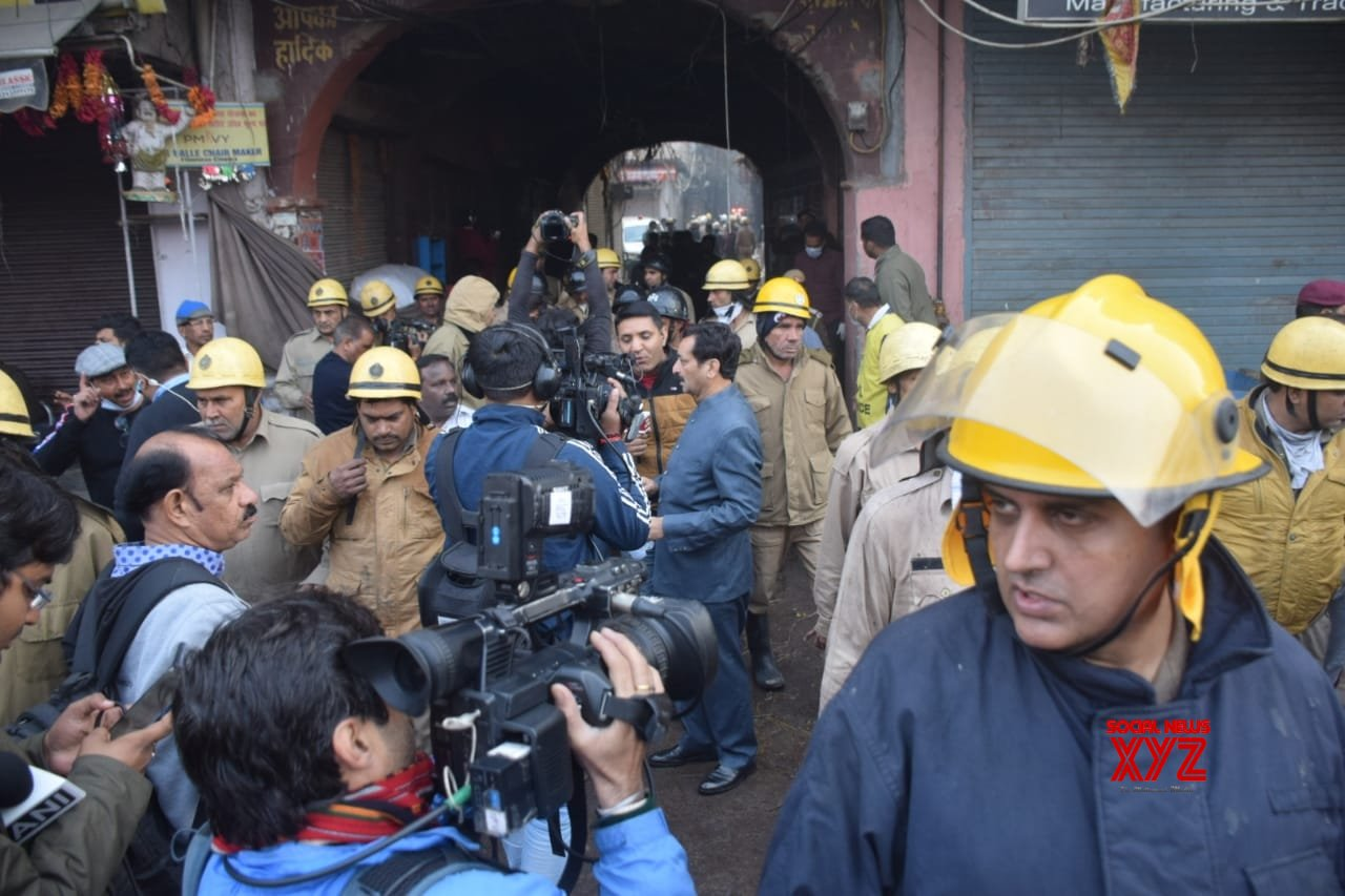 President, PM, others condole deaths in Delhi blaze