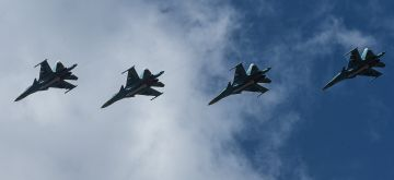 ORENBURG (RUSSIA), Sept. 20, 2019 (Xinhua) -- Su-34 fighter jets fly during the Center-2019 military exercises in Orenburg region, Russia, on Sept. 20, 2019. Tsentr-2019 (Center-2019) military exercises involving eight countries began on Monday in Russia, Kazakhstan and Tajikistan, the Russian Defense Ministry said in a statement on Tuesday. A total of 128,000 troops, more than 20,000 units of weapons and military hardware, about 600 aircraft and up to 15 ships and support vessels are scheduled to take part in the drills on several training grounds in the three countries and the Caspian Sea. (Xinhua/Evgeny Sinitsyn/IANS)