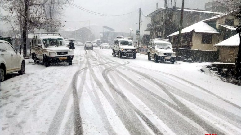 Manali receives more snow
