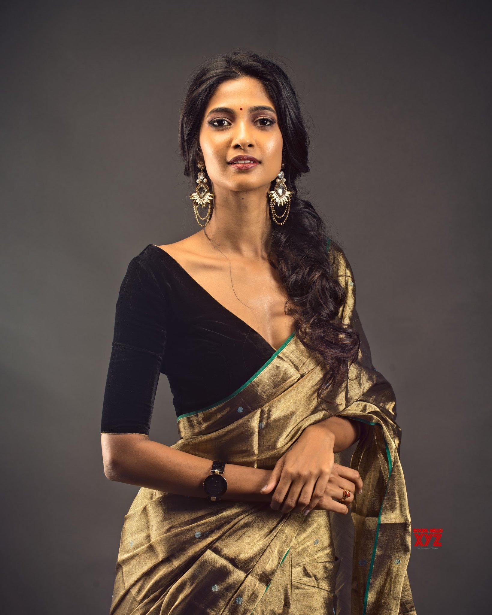 Actress-Keerthi-Pandian-Sexy-stills-in-a